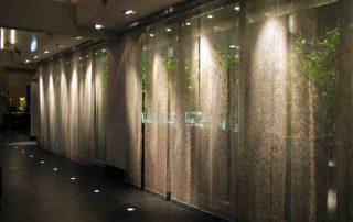 Beleuchteter Kettenvorhang im Hotel