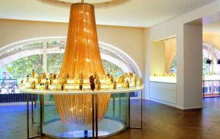 Imposanter Lüster aus Kettenvorhängen Lustre P.Montels Déco A.Putman Maison Guerlain