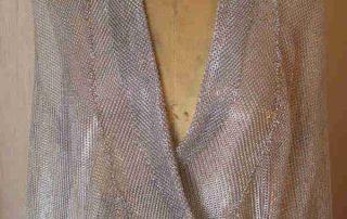 Metallgewebe in der Mode: Jacke aus Metallvorhangstoff