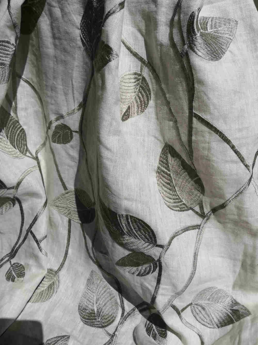 73.31368 Eltville grey linen embroidert € 49.50