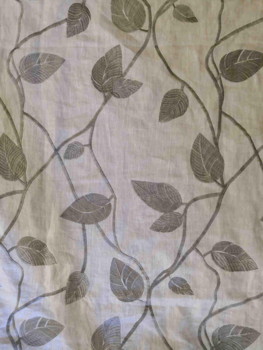 73.31368 Eltville grey linnen embroidert € 49.50