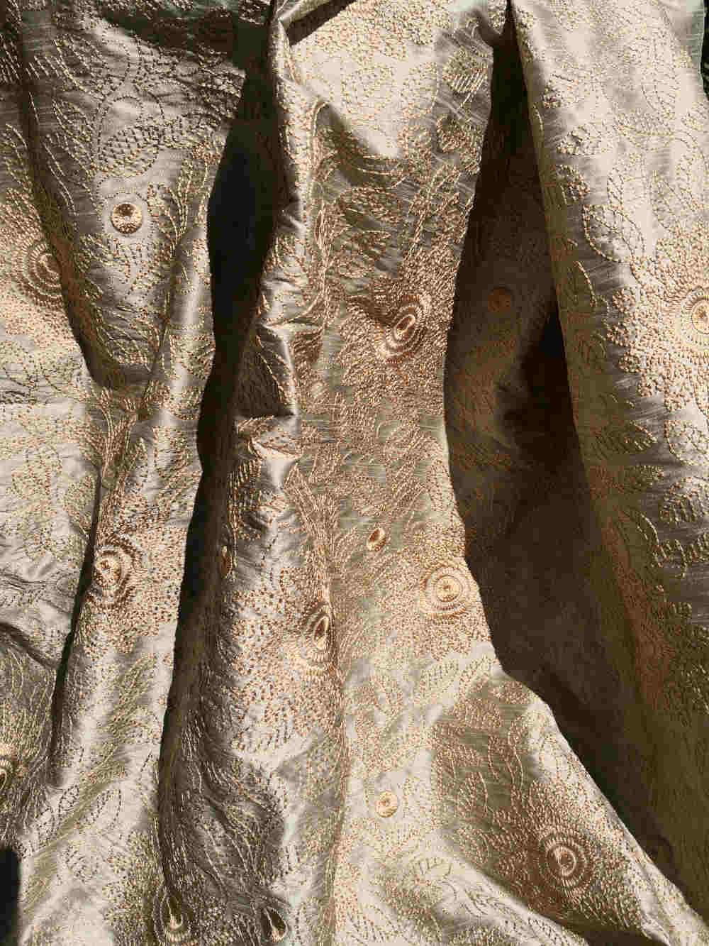 73.31936 Lisieux Silk embroidert € 49.50