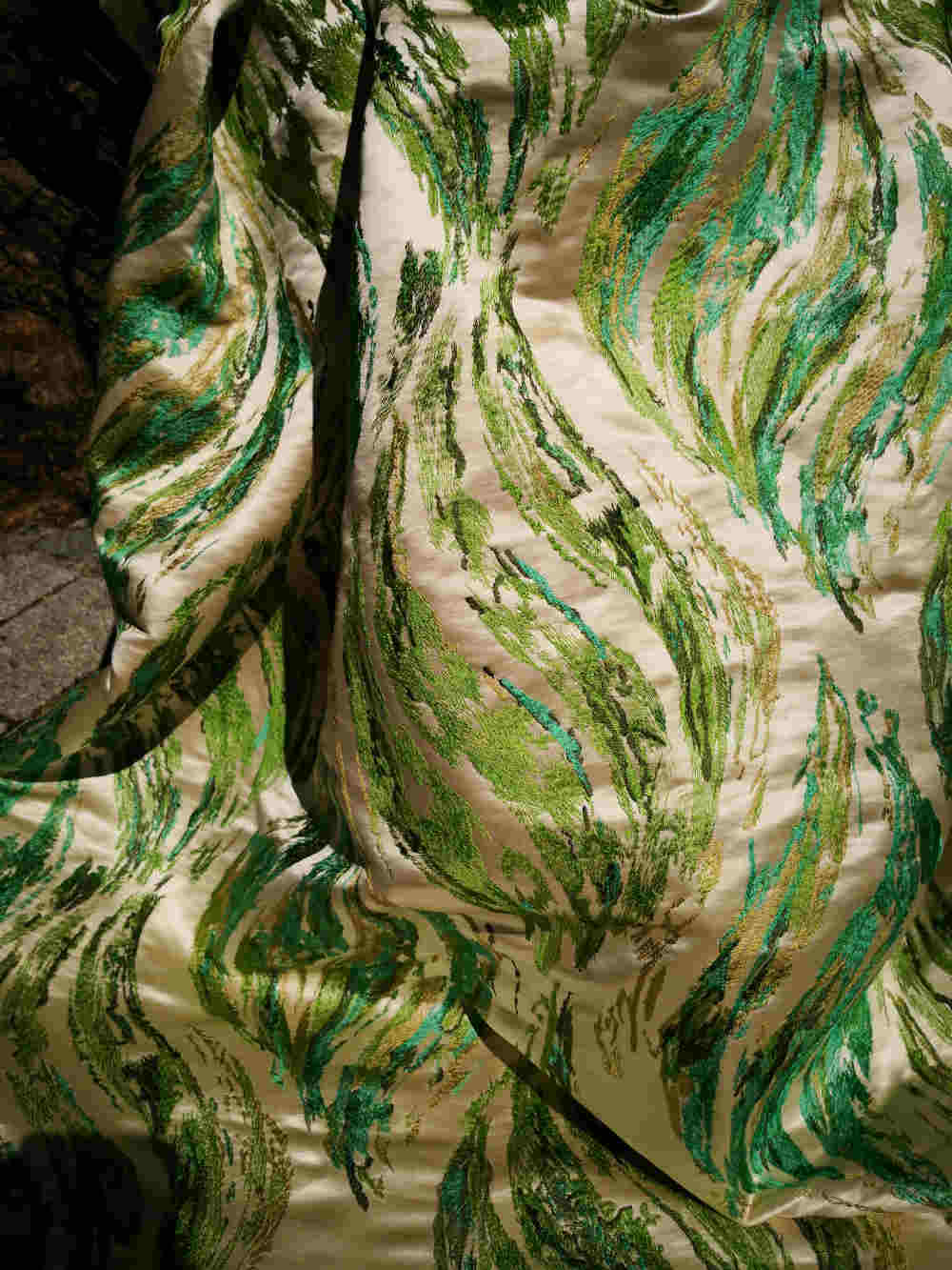 73.32060 Sandwaves silk embroidert € 150.00-with pleads presented here