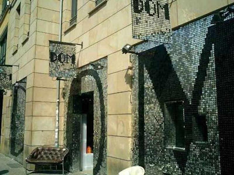 Exklusive und moderne Fassade silber glänzend, DOM
