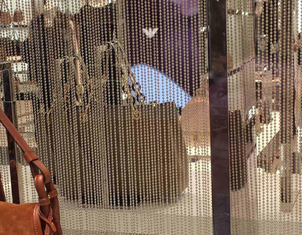 Perlenvorhang im Schaufenster